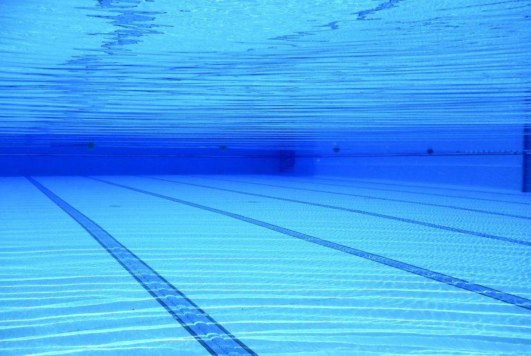 Ile zarabia ratownik na basenie?