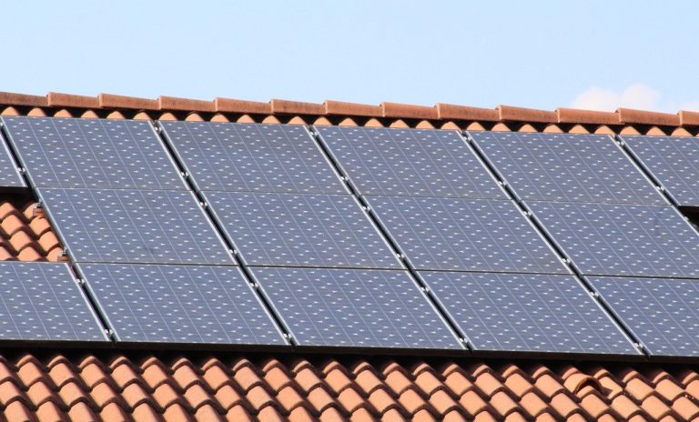 Samodzielna produkcja prądu na dachu domu